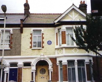 Fig1 -17 Englewood Road, Blue Plaque
