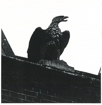 Cast-iron eagle originally from the pillars to the carriage drive