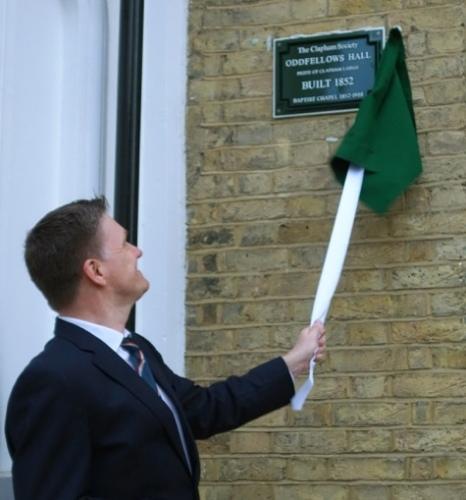 Edmund Bird unveiling the plaque